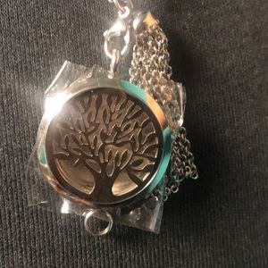 NWOT Tree of Life DIFFUSER NECKLACE with Pads